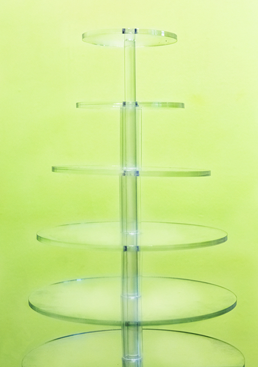 The assembled stand vertically displays 7 tarts from smallest (4 3/4-inch) to largest (12 1/2-inch)